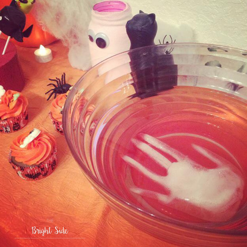 A table : Halloween punch