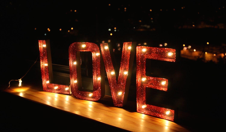 Du LOVE en lettres lumineuses 🌟