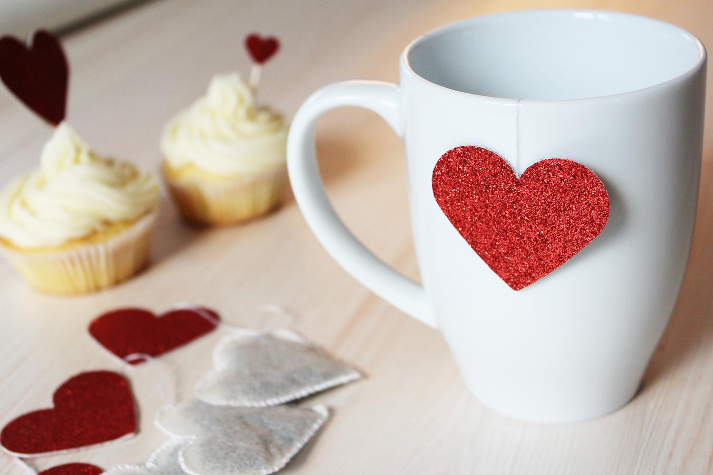 diy pour r aliser des sachets de th en forme de coeur. Black Bedroom Furniture Sets. Home Design Ideas