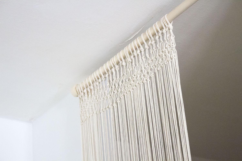 do it yourself tape par tape pour r aliser un rideau en macram. Black Bedroom Furniture Sets. Home Design Ideas